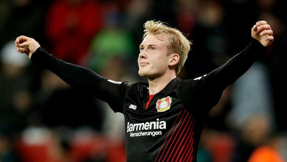 Bayer Leverkusen ganha e sobe ao terceiro lugar - Alemanha - Jornal ... 7d1741f44851d
