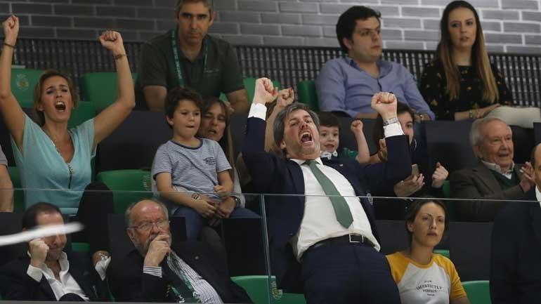 Resultado de imagem para bruno de carvalho festeja vitória no andebol