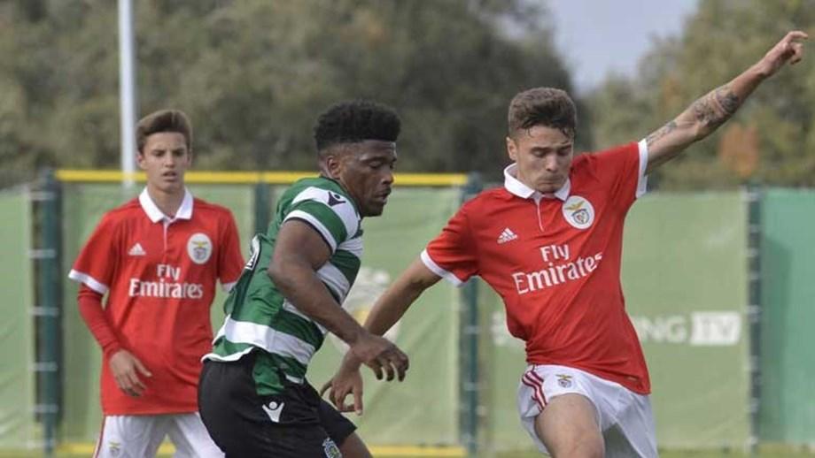 0be396a524 Benfica vence Sporting (3-1) e dá mais um passo rumo ao título ...