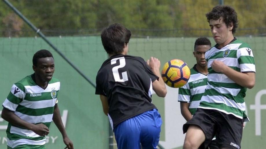 25b4f2fd40000 Sporting vence Ac. Santarém e FC Porto bate Académica - Iniciados ...