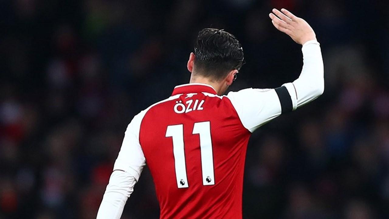 1   3 Özil mudou de número e  obrigou  o Arsenal a compensar adeptos . 4987c6f2199d0