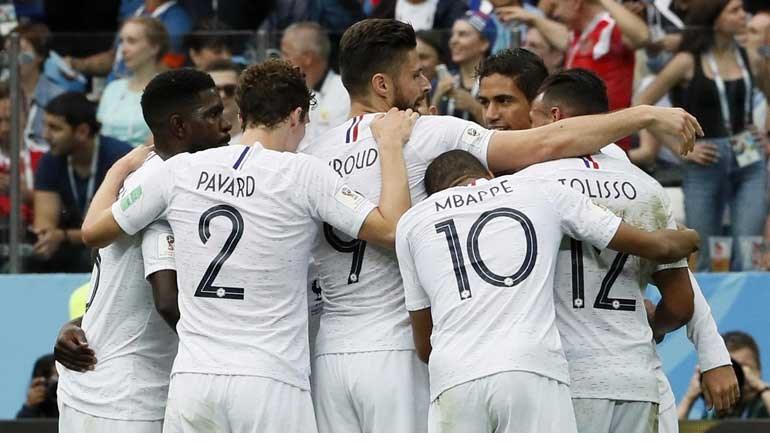 678f6a8b10d72 A França venceu o Uruguai por 2-0 e apurou-se para as meias-finais do  Mundial 2018. Os franceses esperam agora pelo vencedor do encontro entre  Brasil e ...