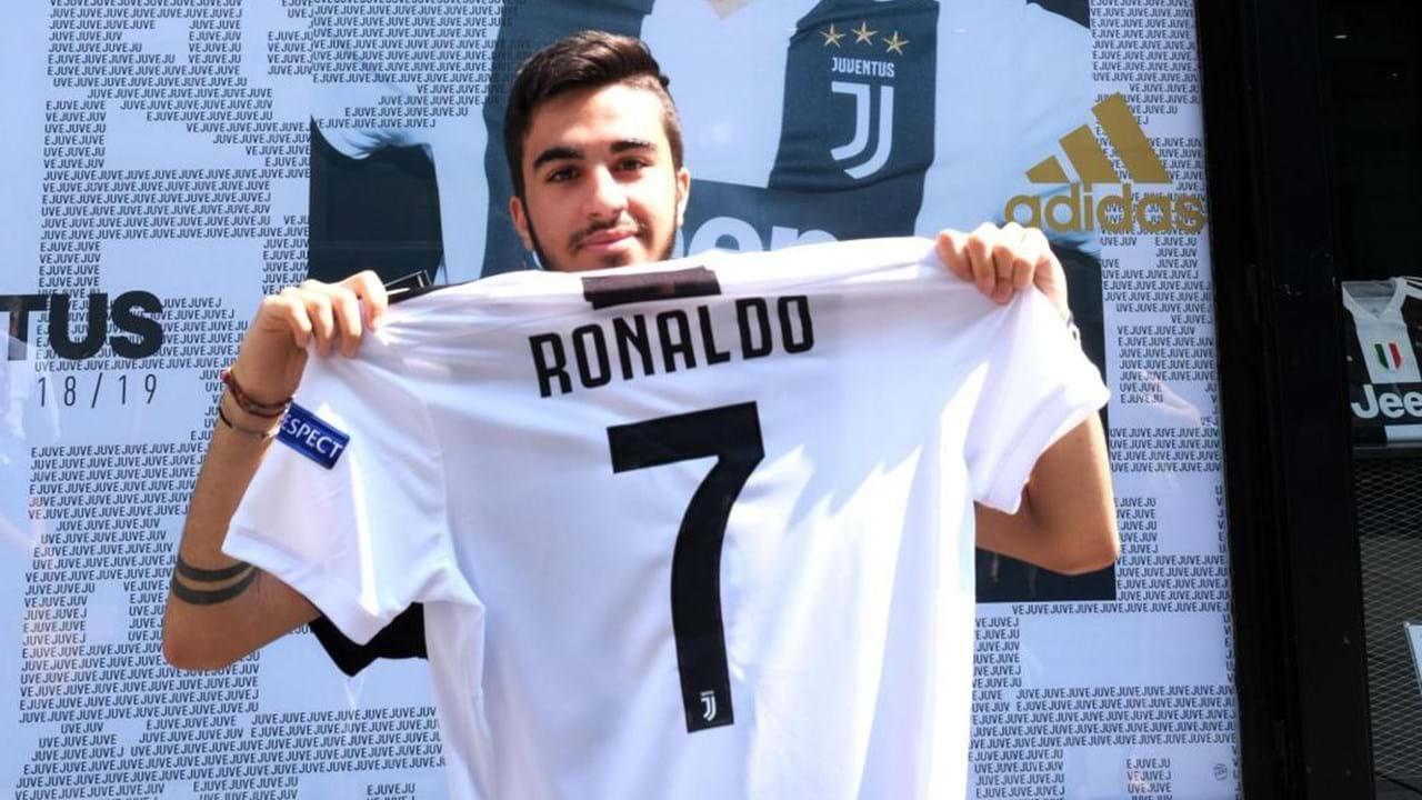1   4 Juventus sempre a faturar  Ronaldo vende duas camisolas por minuto . a6a27107996d3