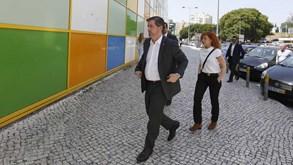 Bruno de Carvalho reclama presidência e entrega documento de tribunal em Alvalade
