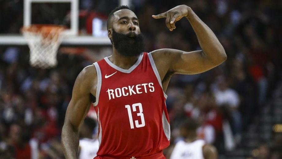 Jogador dos Houston Rockets tentou evitar que uma mulher gravasse tudo com  o telemóvel 19c9807dbc77f