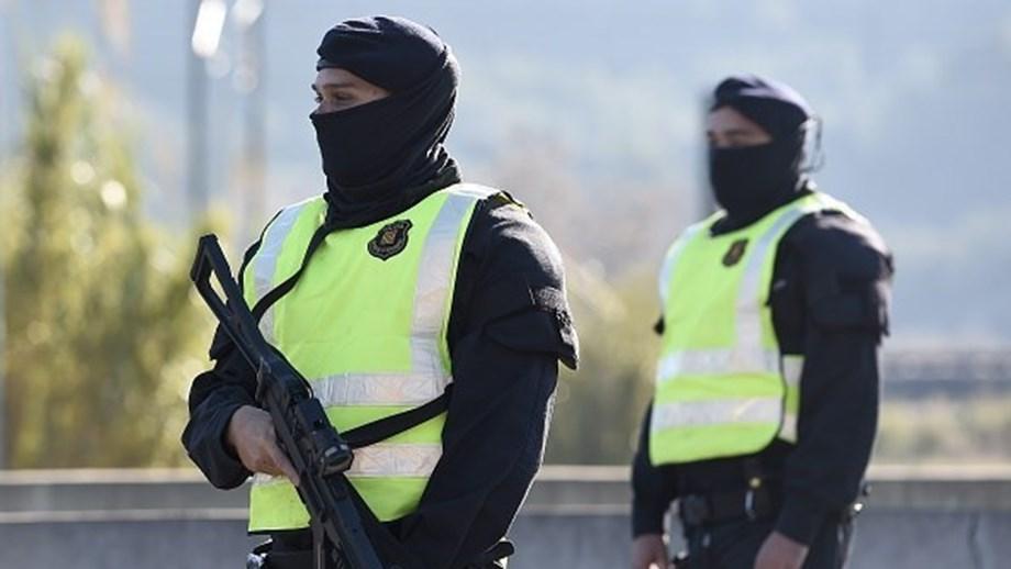 Homem abatido a tiro após ataque em esquadra de Barcelona