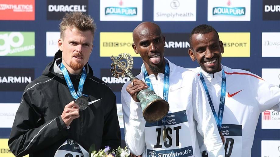Mo Farah voltou a bater Jake Robertson na Great North Run