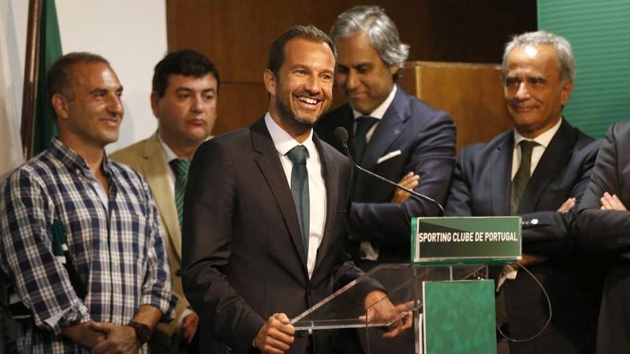 86be74cab037 Novo presidente e órgãos sociais recém-eleitos na cerimónia de investidura