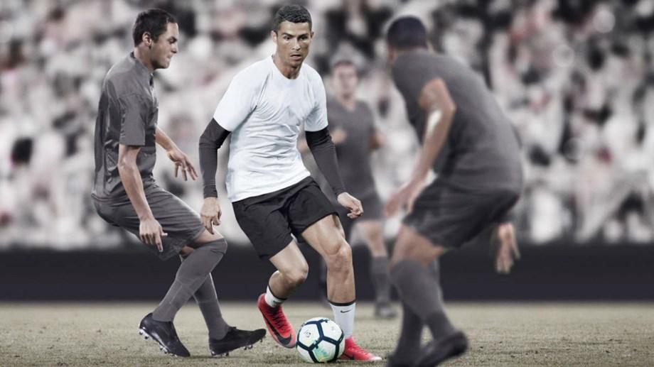 73314ad2816bf Botas contam história de Cristiano Ronaldo e este é o último capítulo .