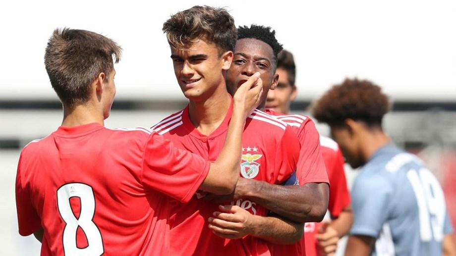 Liga Jovem da UEFA  Benfica vence Bayern Munique com bis de João ... ebd4feec9f797