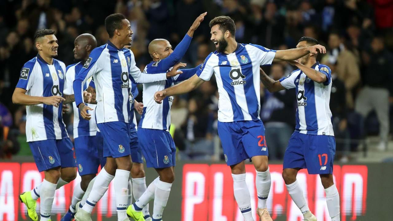 14. FC Porto (Portugal): 45 jogadores