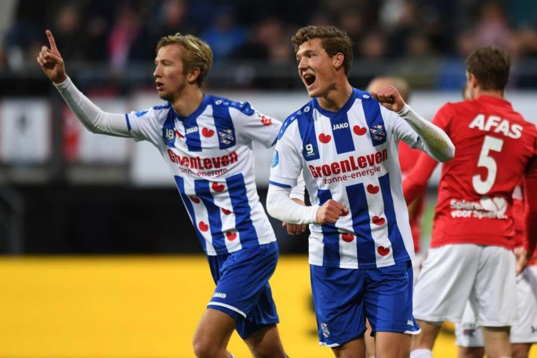 33. Heerenveen (Holanda): 32 jogadores)
