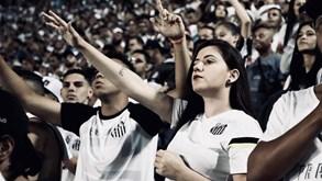 Santos-Corinthians: Noite de futebol brasileiro