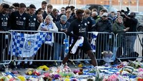 Jogadores do Leicester juntam-se à família e a milhares de adeptos em homenagem ao