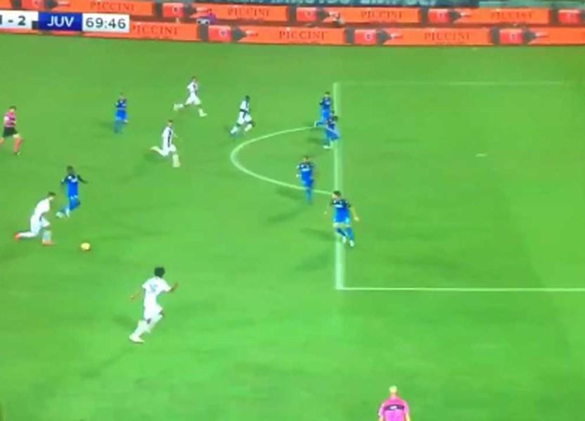 4ab3bd6db7 Aí está o melhor golo de Cristiano Ronaldo pela Juventus  uma  bomba  do  meio da rua - Vídeos - Jornal Record