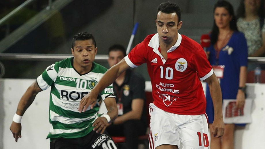 Benfica leva a melhor sobre o Sporting na Luz - Futsal - Jornal Record 8628ebba511cf