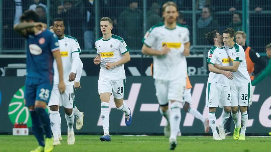 Borussia Mönchengladbach apanha Bayern Munique no segundo lugar. Após  vitória por 3-0 sobre o Fortuna Düsseldorf 5bdb88e7f320c