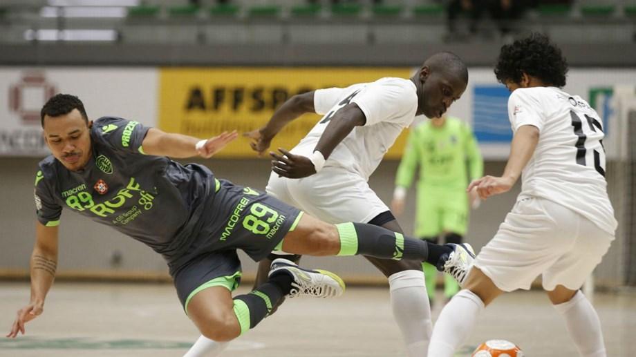 Sporting garante vitória na segunda parte - Futsal - Jornal Record f0425b0f4b419