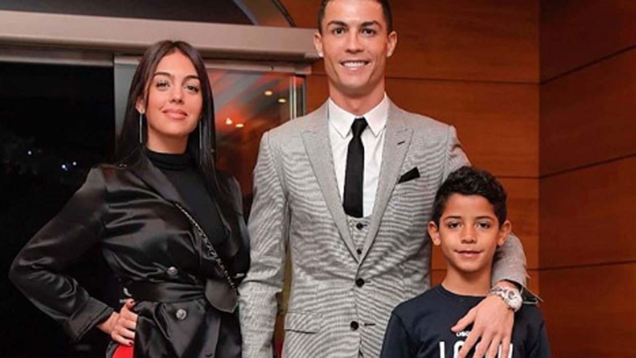 c5b314c439 1   17 Família de Cristiano Ronaldo deu nas vistas no jantar da Juventus