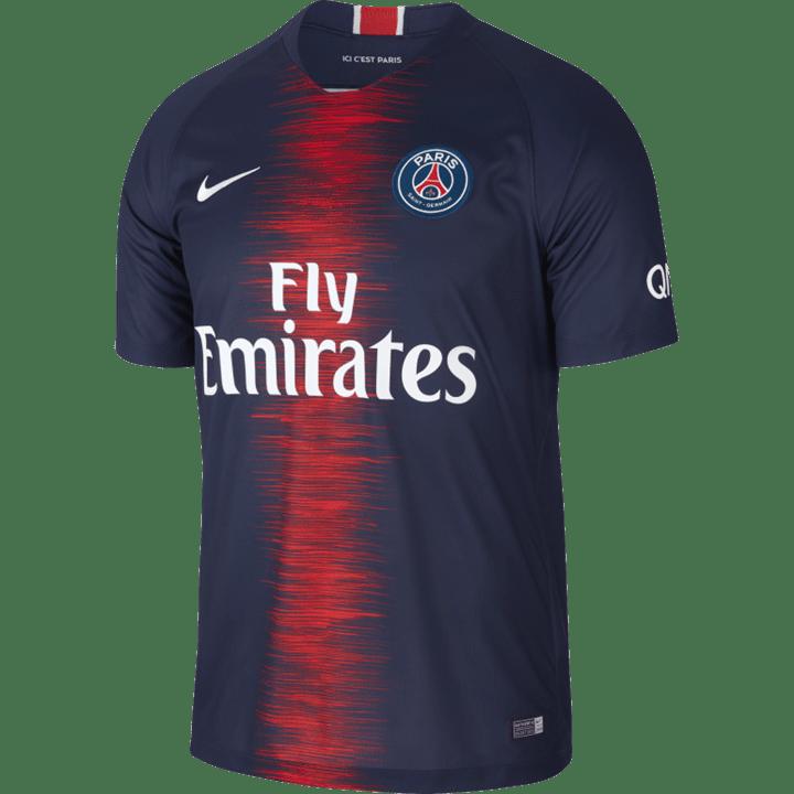 Camisola do Benfica faz furor em França e até vende mais que a do ... 0905454d3d7c2