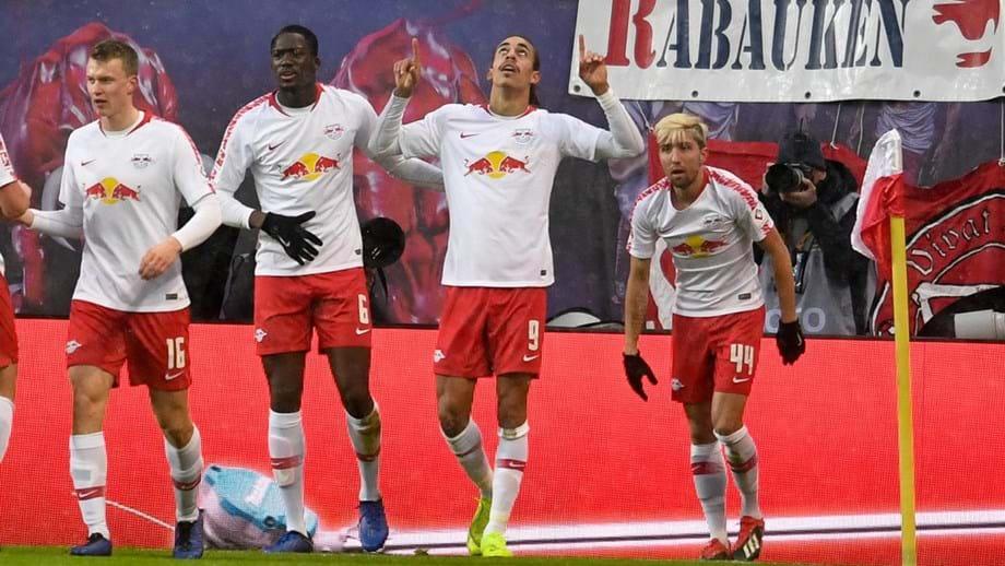 Leipzig goleia e continua no quarto lugar - Alemanha - Jornal Record e21ab5d31aebc