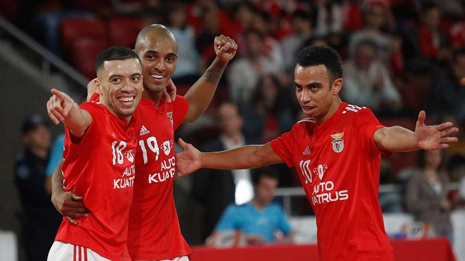 Benfica e Sporting goleiam no campeonato - Futsal - Jornal Record d9ed237156f5e