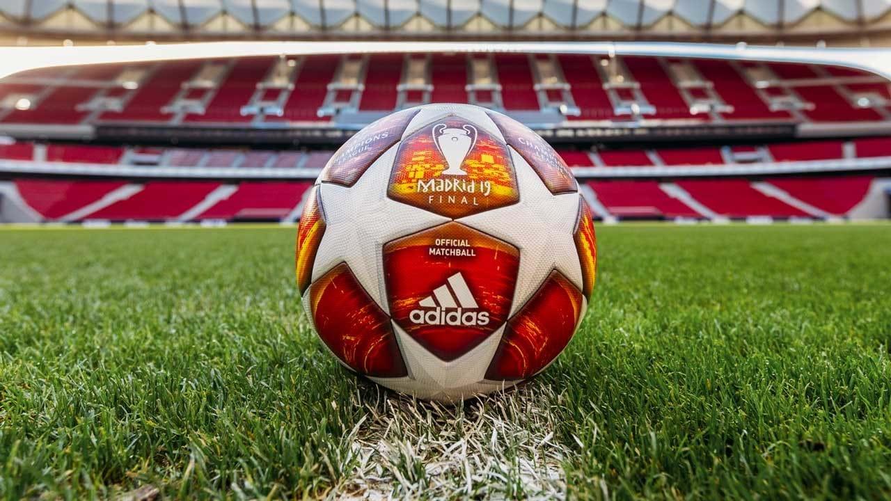 Aí está a bola da final da Liga dos Campeões - Fotogalerias - Jornal ... 7feb247f4199c