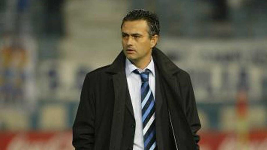 45b34c9968 As mil e uma histórias de Mourinho no FC Porto - FC Porto - Jornal ...