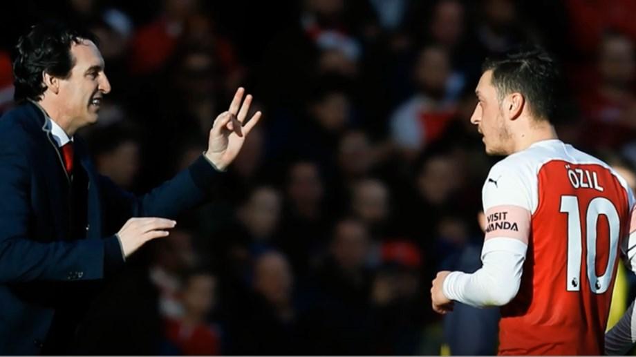 Emery não descarta saída de Özil em janeiro - Vídeos - Jornal Record 39ff7680566d8