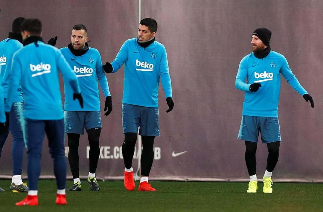 fd00c26122 1   7 Messi volta aos treinos do Barcelona na véspera do clássico .