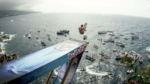 Red Bull Cliff Diving regressa aos Açores com saltos do ilhéu da Vila Franca do Campo