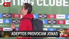 Jonas envolve-se em 'bate-boca' com adepto do Sporting e ouve: «Vai para a favela»