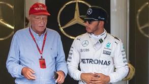Silêncio de Hamilton sobre Niki Lauda vale chuva de críticas: «É patético»