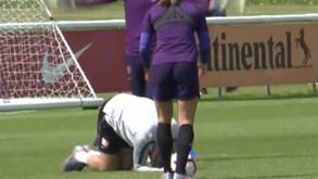 Phil Neville levou túnel num treino da seleção feminina de Inglaterra e foi o delírio