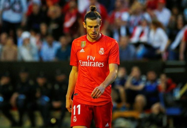 Gareth Bale - Zidane ya hizo llegar al jugador que tiene las puertas de la salida abiertas y no contará con él para la próxima temporada.  El Real Madrid espera vender el galés por un precio aproximado de los 100 millones de euros.