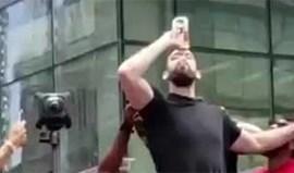 Marc Gasol bebeu garrafa de vinho de 'penálti' e levou a multidão à loucura