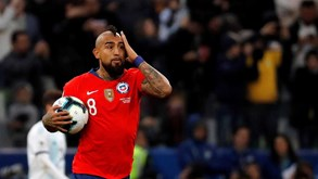 Arturo Vidal sai em defesa de Messi e arrasa árbitro