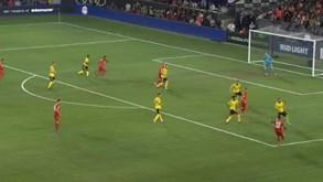 Lewandowski saltou mais alto que os defesas do Arsenal e cabeceou como ninguém