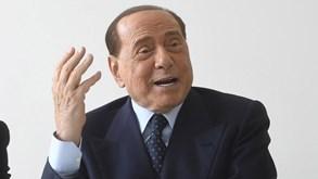 Silvio Berlusconi contra a demolição de San Siro