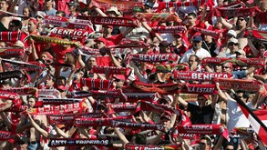 Adeptos do Benfica invadem Jamor