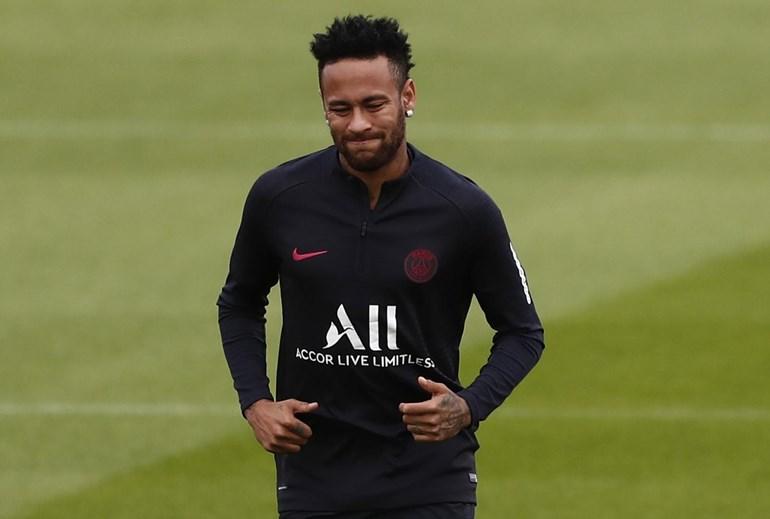 Neymar le dijo al PSG que quiere irse y el club escucha las propuestas del Real Madrid, Barcelona e incluso la Juventus.  Pero nadie se acerca a los 222 millones y los franceses no quieren dejarlo salir al precio de saldo.  Es una de las novelas de transferencia de este verano.