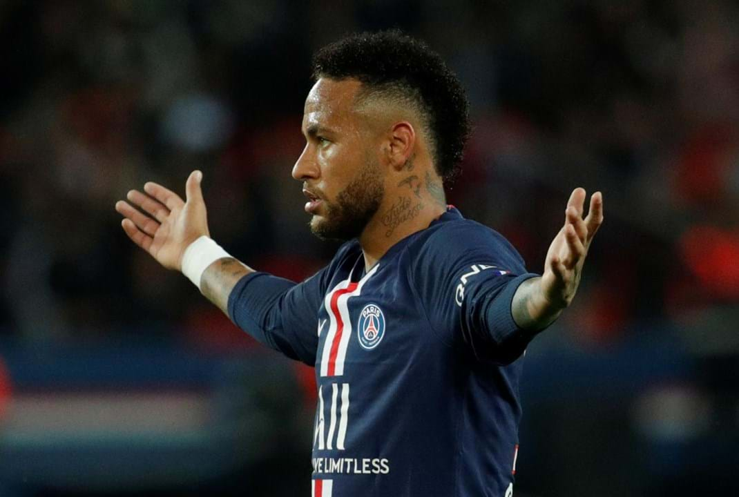 2. Neymar (2017/18, Barcelona-Paris Saint-Germain, 222 M€), 224 M€