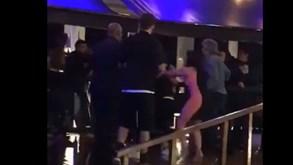 À pancada e expulso de discoteca: vídeo 'trama' Christian Cueva e o Santos não perdoa
