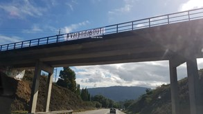 Tarjas para o presidente do Sporting a caminho da Vila das Aves: «Varandas out»