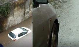 Chuva forte deixa carros parcialmente submersos em Braga