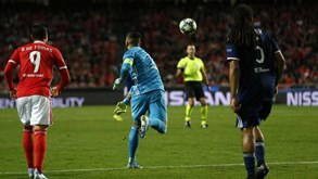 A crónica do Benfica-Lyon (2-1): geringonça salva por Anthony Lopes