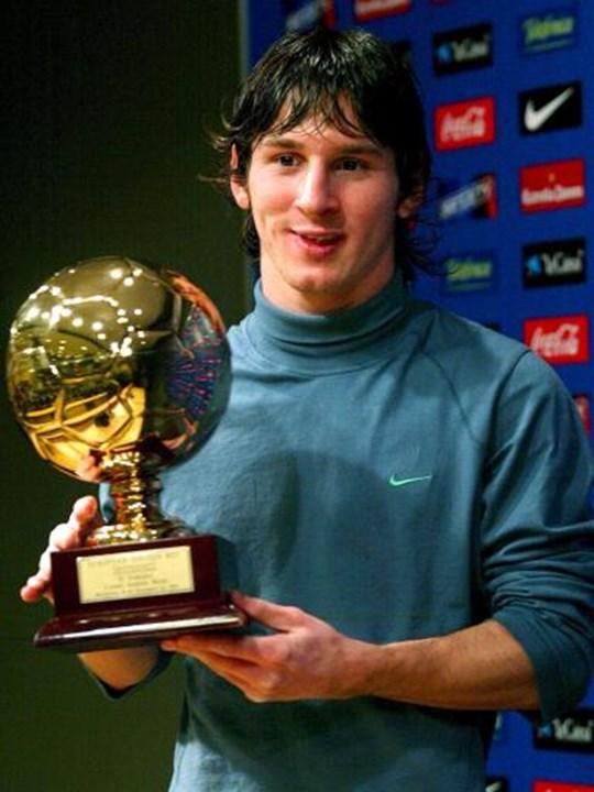 2005 - Lionel Messi (Barcelona) - El primer (y único) mejor jugador del mundo para este premio ...