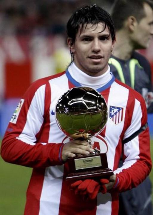 2007 - Sergio Agüero (Atlético de Madrid) - Compatriota de Messi, el delantero argentino se convirtió en una auténtica máquina de gol (tiene 180 en la Premier League con la camiseta del Manchester City), pero cuando está a la sombra de La Pulga ... es complicado.