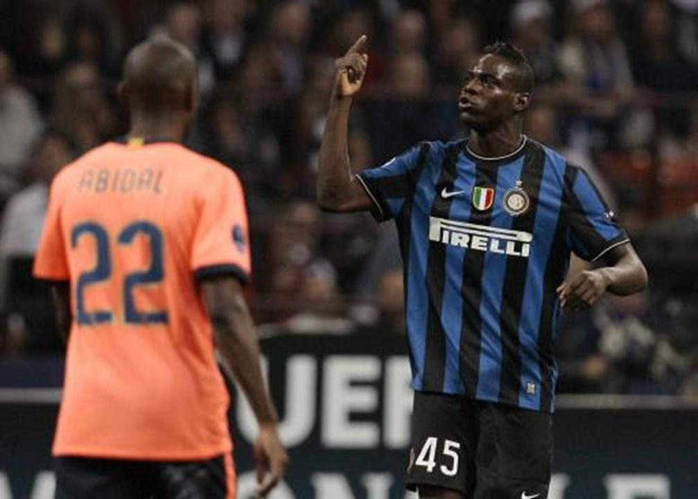 2010 - Mario Balotelli (Inter de Milán y Manchester City) - Dice quien lo entrenó que tenía el potencial para ser uno de los mejores del mundo.  El problema era su carácter rebelde y la experiencia reciente en Brescia demuestra que ...