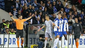 Os casos do FC Porto-Aves: especialistas analisam os lances mais polémicos
